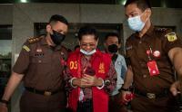 Ditahan Kasus Korupsi Masjid Raya Sriwijaya, Mantan Sekda Provinsi Sumsel Senyum-Senyum