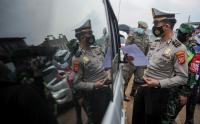 Pasca Tingginya Kasus Covid-19, Petugas Gelar Penyekatan Kendaraan di Gerbang Keluar Tol Cileunyi