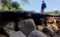 Usai Banjir dan Longsor, Jalan Antar Desa di Tulungagung Terputus