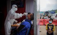 Pengendara Plat Mobil Luar Bandung Wajib Tes Antigen di Posko Penyekatan Gerbang Tol Cileunyi