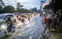 Buruknya Drainase Kota Tangerang Sebabkan Kemacetan