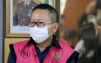 Pakai Baju Tahanan Warna Pink Adelin Lis Diperlihatkan di Kejagung