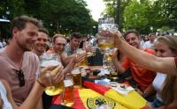Suporter Jerman Bersulang Usai Menang Telak Melawan Portugal