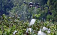 Canggih, Drone Ini Bantu Petani Siram Pupuk Cair Tanaman