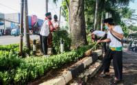 HUT DKI Jakarta Ke-494 Petugas Sudin Kehutanan Ciracas Gunakan Pakaian Adat Betawi