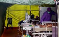 Keterbatasan Ruangan, Pasien Covid-19 Ditempatkan di Tenda Darurat