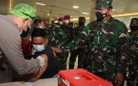 Kasal Tinjau Vaksinasi Covid-19 Pekerja Pelabuhan Tanjung Priok