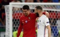 Cetak Gol Buat Negara Masing-Masing, Ronaldo dan Benzema Sangat Akrab