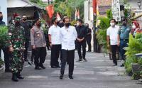 Jokowi Dadakan Tinjau Pemberlakuan PPKM Mikro di Rawasari