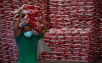 Penyaluran Bantuan Beras untuk Warga Terdampak PPKM di Medan