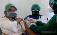 Vaksinasi Massal di Lanid Muljono Pulang Bawa Sembako