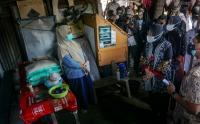 Mensos Tri Rismaharini Tinjau Penyaluran BST di Pekalongan