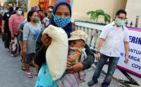 Perindo Berikan Bantuan Beras untuk Warga Kampung Bahari Tanjung Priok