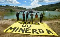Aktivis Lingkungan Gelar Aksi Tuntut Pencabutan UU Minerba di Lubang Tambang Batubara
