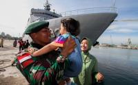Suasana Haru saat Keberangkatan 450 Prajurit Elit TNI Menuju Papua