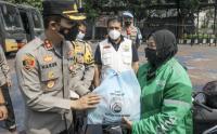 Bantuan Paket Sembako untuk Ojek Daring Terdampak PPKM Level 4 di Bogor