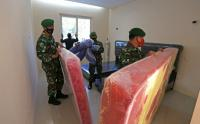 Prajurit TNI Siapkan Ruang Isolasi Terpusat untuk Pasien Covid-19 di Indramayu