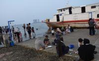 Tempat Wisata Masih Ditutup, Warga DKI Pilih Melihat Kapal Bersandar di Pelabuhan Kaliadem