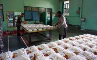 Sinergitas TNI-Polri Siapkan Dapur Umum untuk Warga Isoman di Papua