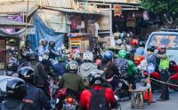 Hari Terakhir PPKM Level 4, Mobilitas Kendaraan di Kalimalang Ramai