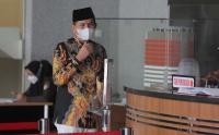 Pakai Masker Putih dan Berpeci, KPK Periksa Eks Bupati Purwakarta Dedi Mulyadi
