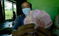 Warga Lampung Terima BST Langsung di Rumah