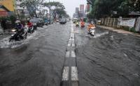 Akibat Drainase Buruk, Jalan Margonda Depok Tergenang Banjir