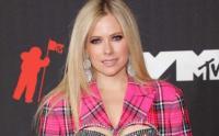 Seksinya Avril Lavigne Pamer Bra Modis