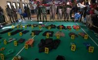 Polisi Gelar Barang Bukti Kontak Senjata Teroris MIT Poso