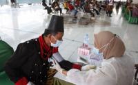 Potret Abdi Dalem Keraton Kasunanan Surakarta Ikuti Vaksinasi Covid-19