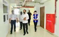 Sama-sama Pakai Kemeja Putih, Jokowi Ditemani Anies Baswedan Resmikan Rusun Pasar Rumput