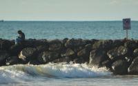 Sering Terjadi Orang Tenggelam, Wisatawan Dilarang Berenang di Pantai Padang