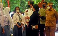 Presiden Jokowi Tinjau Vaksinasi Pelajar di Banten