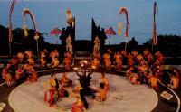 Pementasan Tari Kecak Uluwatu Bali Kembali Digelar, Puluhan Seniman Terapkan Protokol Kesehatan