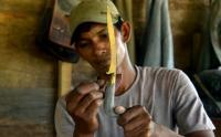 Melihat Pembuatan Senjata Tradisional Rencong Khas Aceh