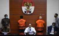 Bupati dan Kepala BPBD Kolaka Timur Kenakan Rompi Tahanan KPK