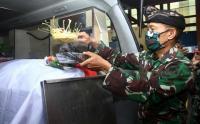 Jenazah Prajurit Korban Penembakan Separatis Papua Tiba di Kalimantan