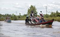 Hampir Sebulan Jalan Trans Kalimantan Bukit Rawi Terendam Banjir
