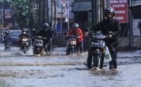 Perempatan Mampang Depok Sering Banjir, Ini Penyebabnya