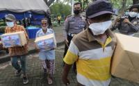 Vaksinasi Tunawisma di Kediri Pulangnya Bawa Bikisan Sembako