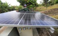 Petani Indramayu Gunakan Pembangkit Listrik Panel Surya untuk Lampu Penerangan
