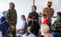 Puan Maharani Tinjau Vaksinasi di Permukiman Padat Penduduk Tegal Alur