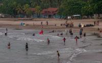Wisata Pantai Carita Mulai Bergeliat, Pengunjung Melonjak Tajam