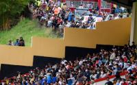 Antusiasme Warga Papua Saksikan Tim Sepakbola Kesayanganya Hingga ke Luar Stadion Mandala