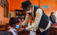 Serunya Para Badut Beri Edukasi Protokol Kesehatan kepada Siswa Sekolah
