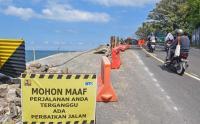 Tebing Longsor di Jalan Wisata Sengigi Diperbaiki