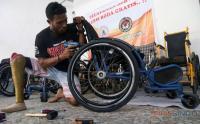 Komunitas Disabilitas Beri Pelayanan Servis Kursi Roda Gratis