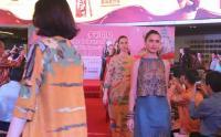 Fashion Show Batik Nusantara di Shanghai Sekaligus Ajak Wisatawan China ke Bali