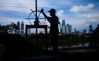 Masuk Musim Penghujan, Petugas Cek Pompa Air Antisipasi Banjir Jakarta