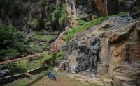 Warga Manfaatkan Waktu Libur Maulid dengan Wisata Alam Batu Templek Bandung